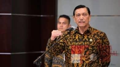 Photo of Luhut Berang Pada Amien Rais Atas Pernyataannya Sebut Pembagian Sertifikat oleh Jokowi sebagai Pengibulan