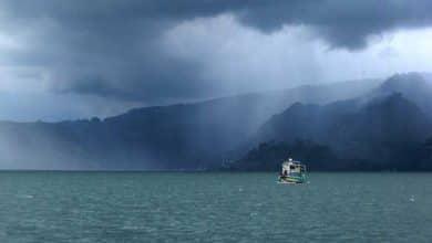 Photo of Danau Toba Mengamuk? Lagi..! Kapal RRM Terdampar Saat Menuju Sibandang, 1 Orang Hilang
