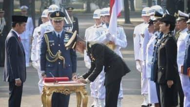 Photo of 724 Perwira Dari TNI dan POLRI Dilantik Presiden Di Istana Negara