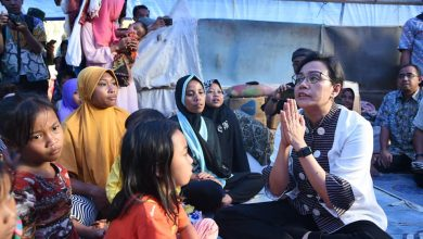 Photo of Ada Apa? Menteri Keuangan RI Ada Ditengah-Tengah Pengungsi Di Lombok