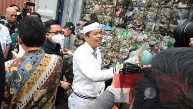 Photo of Komisi IV DPR-RI, Temukan Ratusan Kontainer Berisi Sampah Impor